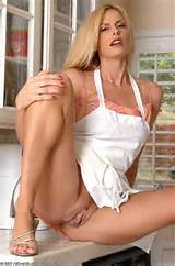 ... at: http://glamourmamas.com/galleries/mature_housewives/057/index.html